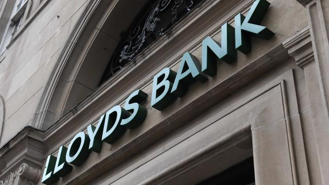Lloyds corta mais de 6.000 empregos e cria 8.000 com reorganização