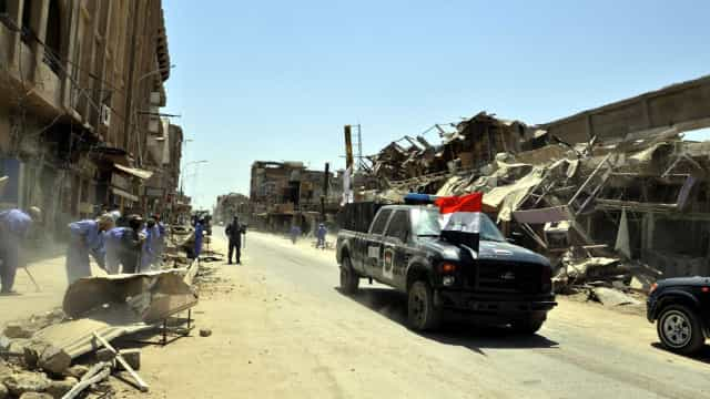 Polícia iraquiana descobre fábrica de agentes químicos do EI em Mossul