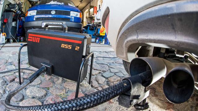 Emissões: Bruxelas insta Volkswagen a concluir reparação de veículos