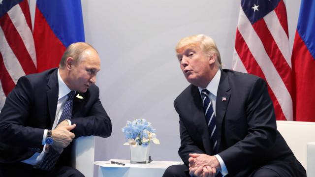 Trump promulga sanções contra Rússia