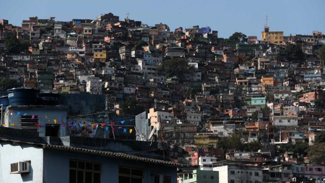 Forças armadas anunciam cerco a favela da Rocinha no Rio de Janeiro