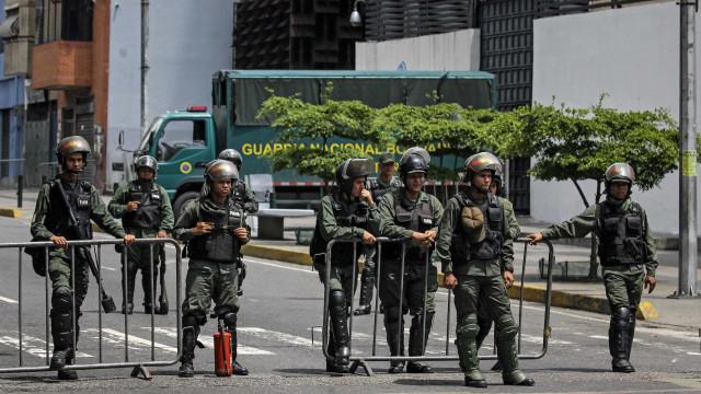 Venezuela: Pelo menos sete detidos na tentativa de assalto a base militar