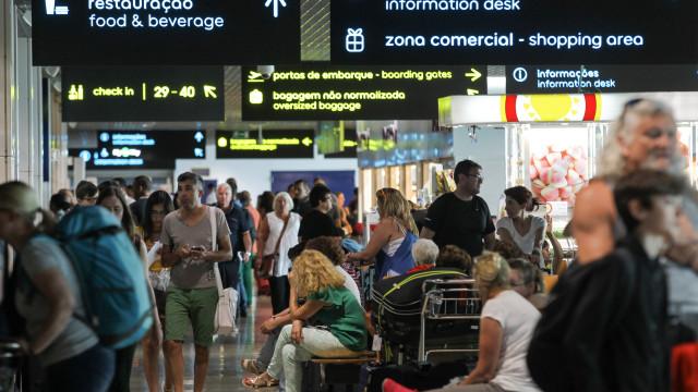 ANA avisa passageiros para chegarem mais cedo ao aeroporto este domingo