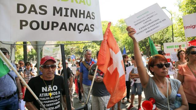Lesados do papel comercial do BES protestam hoje em Gaia