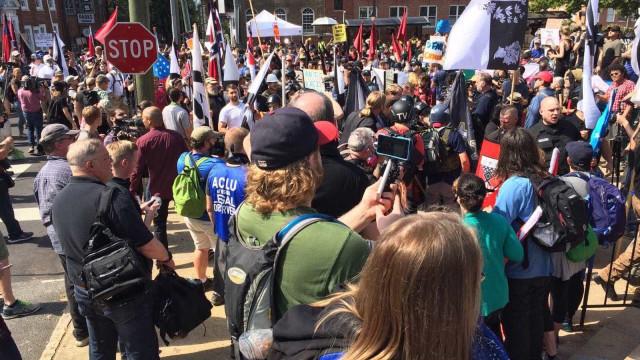 Marcha de extrema direita nos EUA causa três mortos e dezenas de feridos