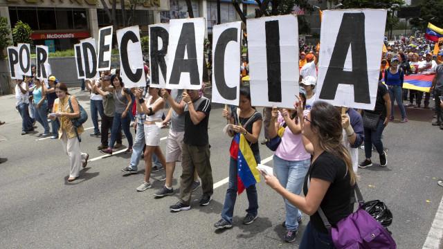 Panamá concede asilo a magistrado e a ex-cônsul da Venezuela