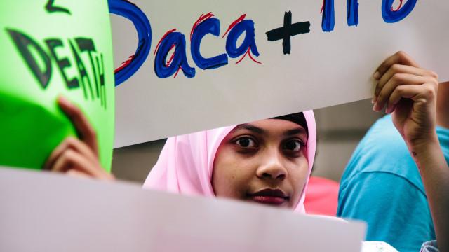 Juiz federal dos EUA bloqueia suspensão de programa de proteção imigrante