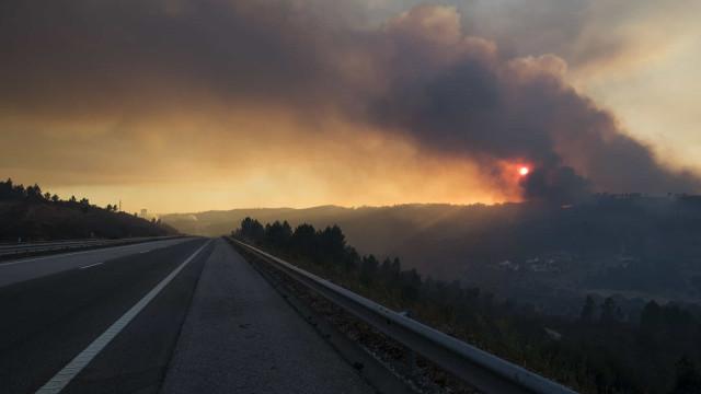 Incêndio corta trânsito na A23 na zona da Guarda