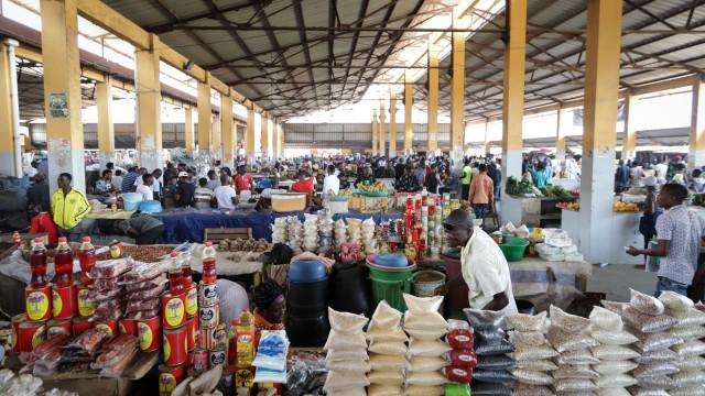 """Crise obriga Angola a introduzir IVA e medidas """"politicamente sensíveis"""""""
