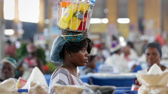 Preços em alta e falta de clientes travam negócio em mercados de Luanda