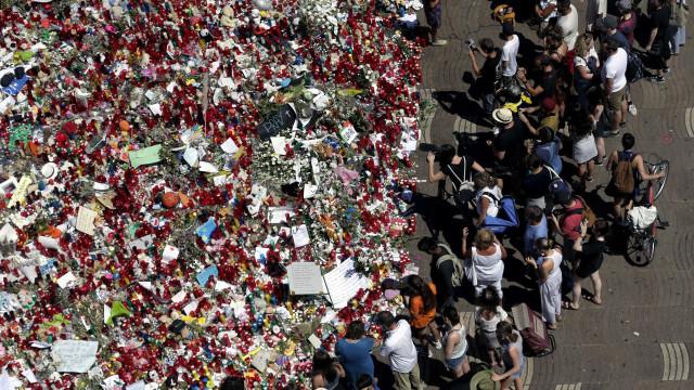 """Barcelona manifesta-se nas ruas sob o lema """"não temos medo"""""""
