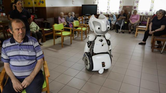Vizzy, um robot para ajudar pessoas com dificuldades de mobilidade