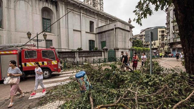 Macau com sinal 3 de tempestade tropical devido à aproximação de tufão