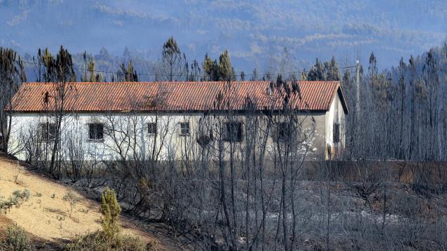 Oleiros: Oito casas destruídas e várias aldeias evacuadas devido ao fogo