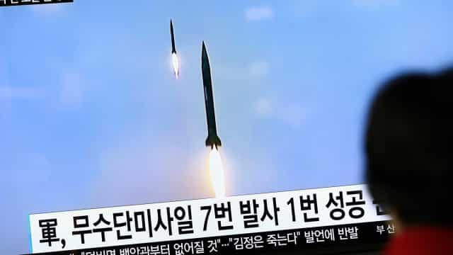 """Coreia do Norte disparou """"vários projéteis"""" para o mar"""
