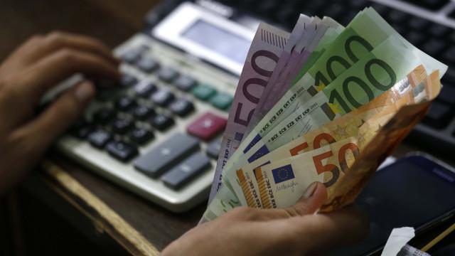 Juros da dívida a dez anos caem para mínimos de dezembro de 2015