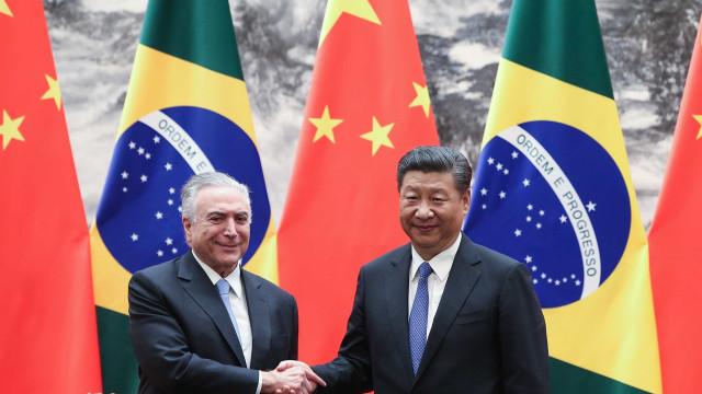 Brasil e China assinam 14 acordos, incluindo linha de crédito