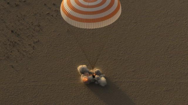 Mulher astronauta mais experiente da NASA regressa à Terra com recorde