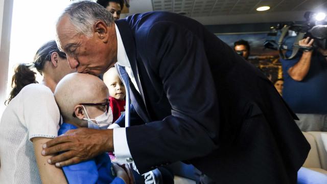 Marcelo convida crianças com cancro a visitá-lo em Belém