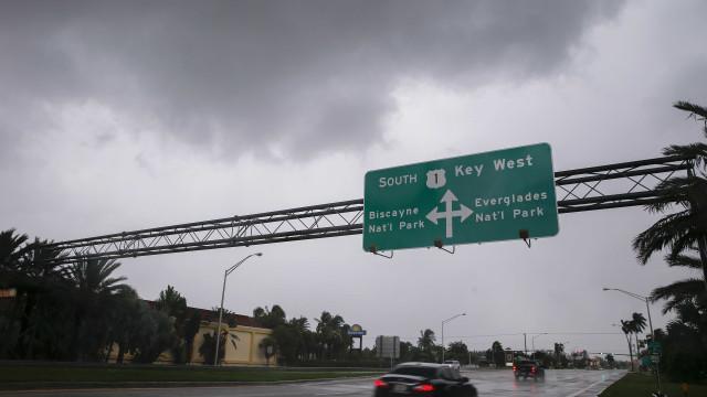 Furacão Irma já tocou o extremo sul da Florida