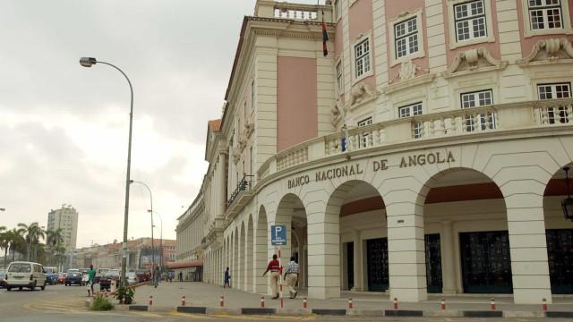 Angola coloca 40 milhões no mercado e kwanza continua a depreciar-se