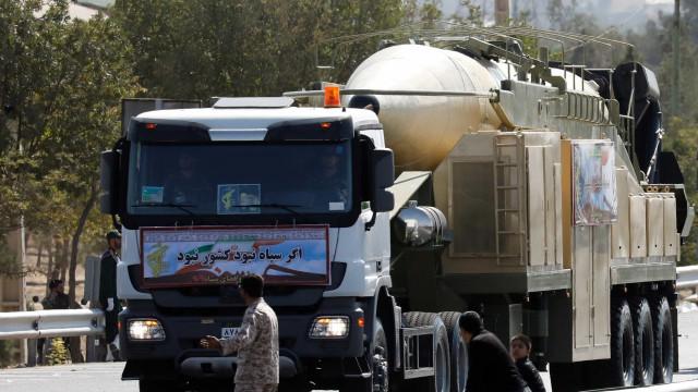 """Irão diz ter testado """"com sucesso"""" novo míssil balístico"""