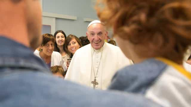 Teólogos conservadores acusam papa de espalhar a heresia