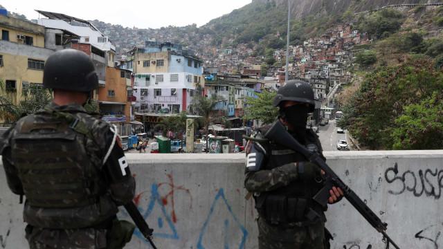 Pelo menos sete mortos em confrontos em favela do Rio de Janeiro