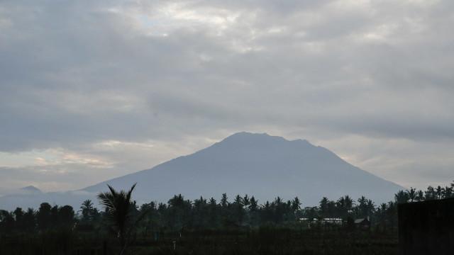 Mais de 57 mil pessoas retiradas das redondezas de vulcão em Bali