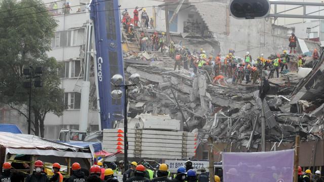 Novo balanço do sismo no México dá conta de 324 mortos