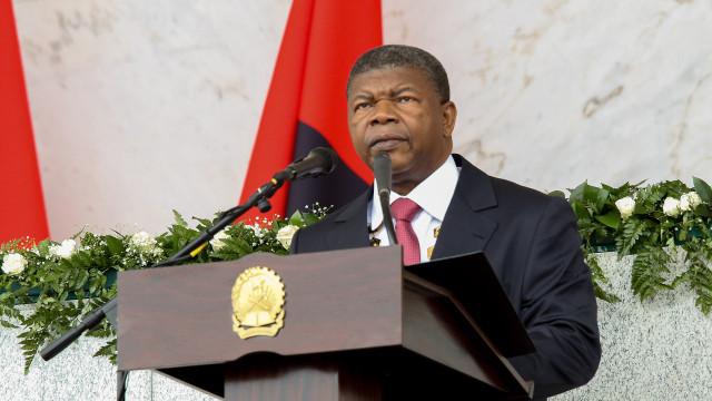 Angola condecora 72 civis e militares no aniversário da independência