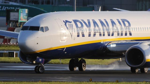 Ryanair ameaça retaliar em caso de greve e suscita indignação em Itália