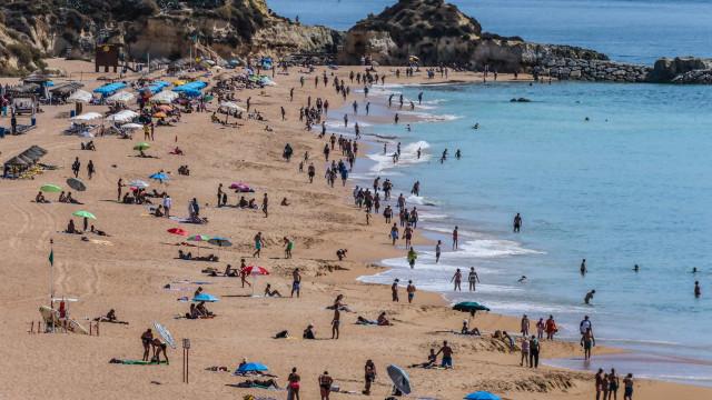 Turistas lusos ajudam Algarve a ter 1,8 milhões de dormidas em outubro