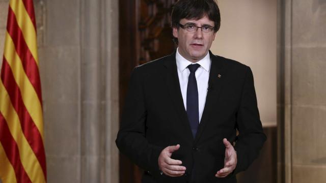 Puigdemont diz que aplicará a lei que prevê independência da Catalunha