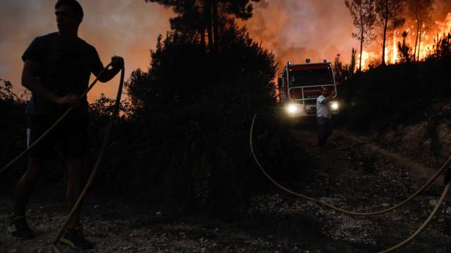 Fogo em Pombal arde com intensidade mas com setores a ceder ao combate