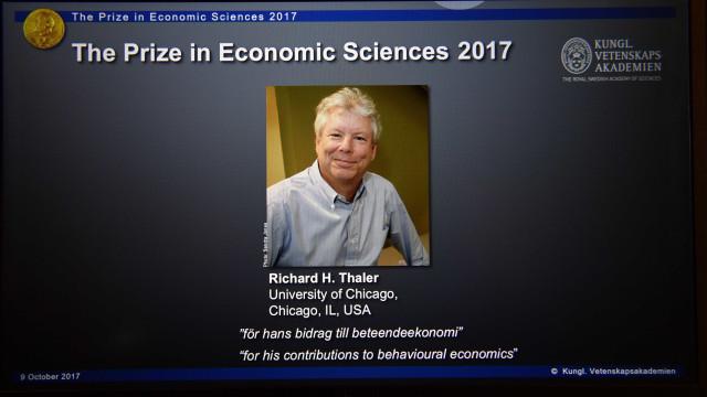 Thaler recebeu Nobel da Economia por estudos de economia comportamental