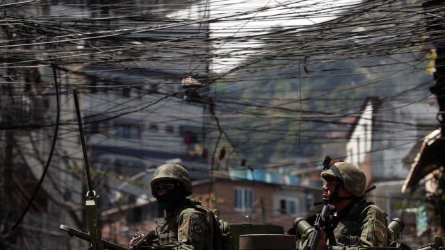 Presos polícias envolvidos em morte de turista espanhola em favela