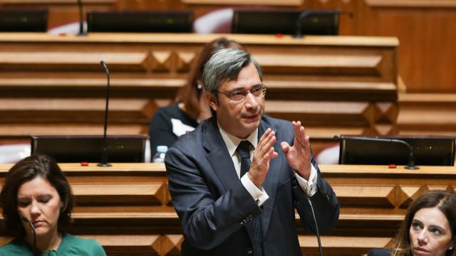 CDS vai além da indignação política com moção de censura e faz propostas