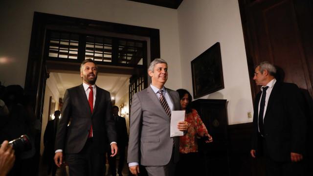 Ministro Centeno já entregou OE2018 a Ferro Rodrigues