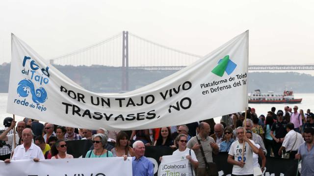 Populações ribeirinhas manifestaram-se em Lisboa contra poluição no Tejo