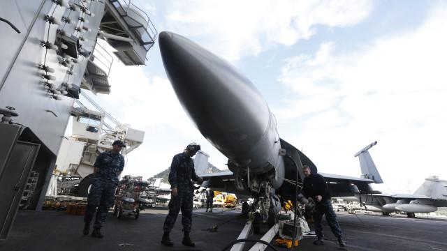Seul e Washington iniciam manobras com três porta-aviões dos EUA