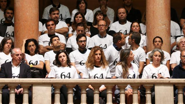 Incêndios: Dezenas de familiares de vítimas protestam no Parlamento