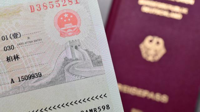 Estados Unidos endurecem controlo de visitantes. Portugal incluído
