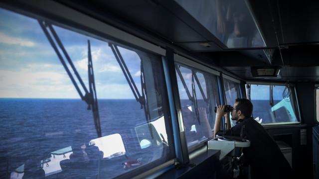 Marinha procura embarcação que lançou alerta na noite de quarta-feira