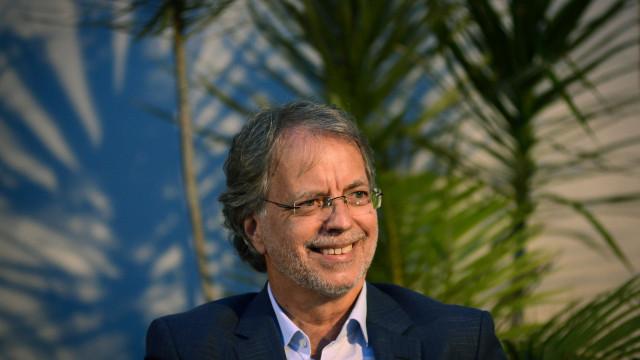 """Mia Couto elogia presidente moçambicano,""""uma grande esperança"""""""