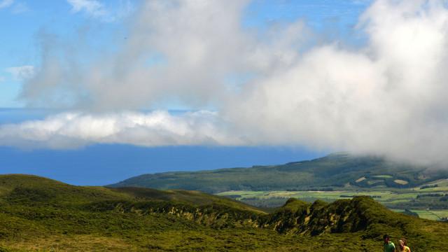 Duas ilhas dos Açores sob aviso amarelo devido a chuva e trovoada