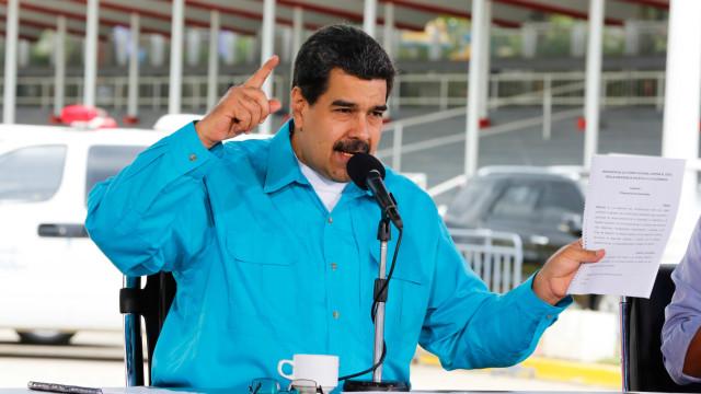 """Maduro diz que as sanções da União Europeia """"são estúpidas"""""""