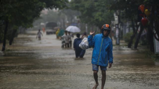 Cheias causam pelo menos sete mortos e 12 desaparecidos no Vietname