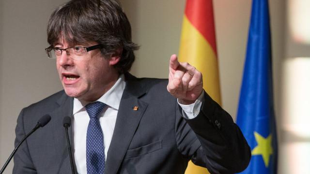 Puigdemont renuncia à pensão de ex-presidente e não aceita destituição