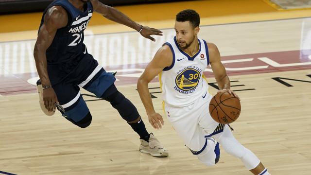 Stephen Curry três semanas ausente devido a entorse no joelho esquerdo
